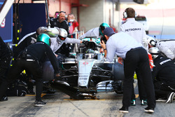 Nico Rosberg, Mercedes AMG F1 practices a pit stop
