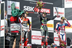 Podium : 2. Platz Chaz Davies, Aruba.it Racing - Ducati Team; 1. Platz Jonathan Rea, Kawasaki Racing Team; 3. Platz Michael van der Mark, Honda WSBK Team