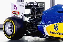 Деталь машины Sauber C35