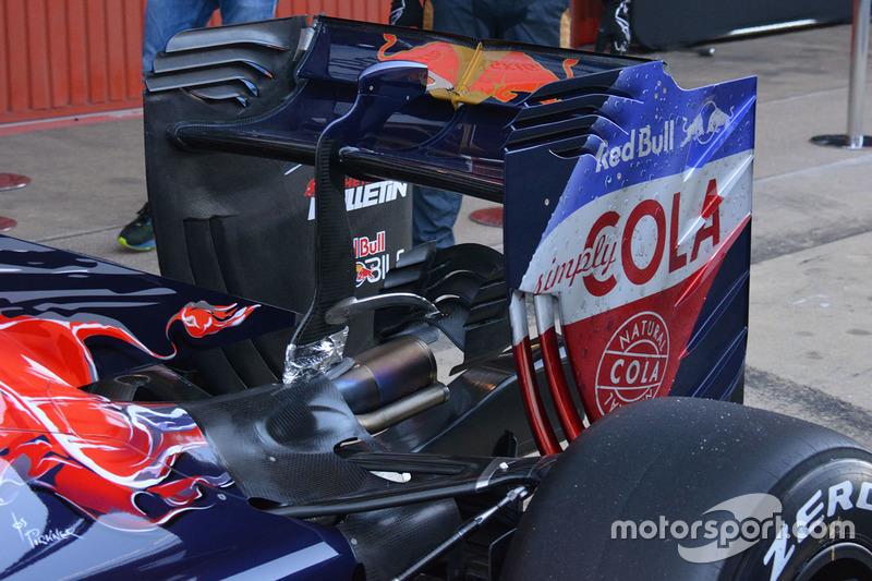 Scuderia Toro Rosso STR11, dettaglio ala posteriore