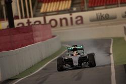 Льюіс Хемілтон, Mercedes AMG F1 W07 Hybrid на гальмування блокує колеса