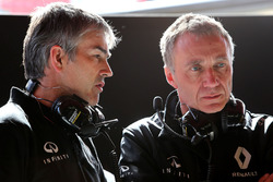 Nick Chester, Renault Sport F1 Team Chassis Technical Director and Bob Bell, Renault Sport F1 Team