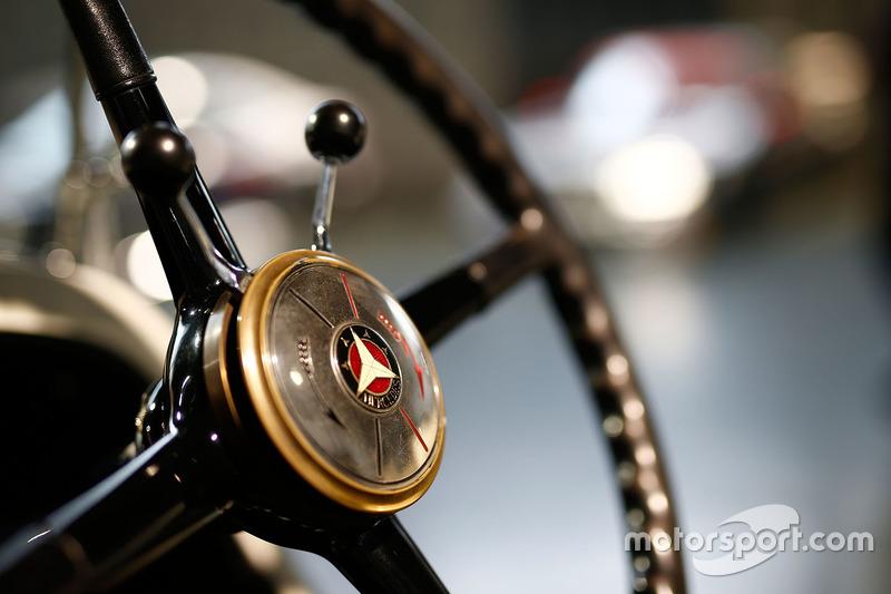 Mercedes vintage detalle de volante