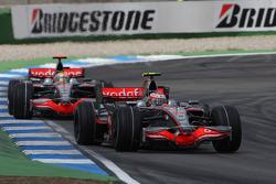 Heikki Kovalainen, McLaren Mercedes, MP4-23 y Lewis Hamilton, McLaren Mercedes, MP4-23