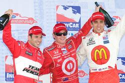 Podium: race winner Scott Dixon with Helio Castroneves and Justin Wilson