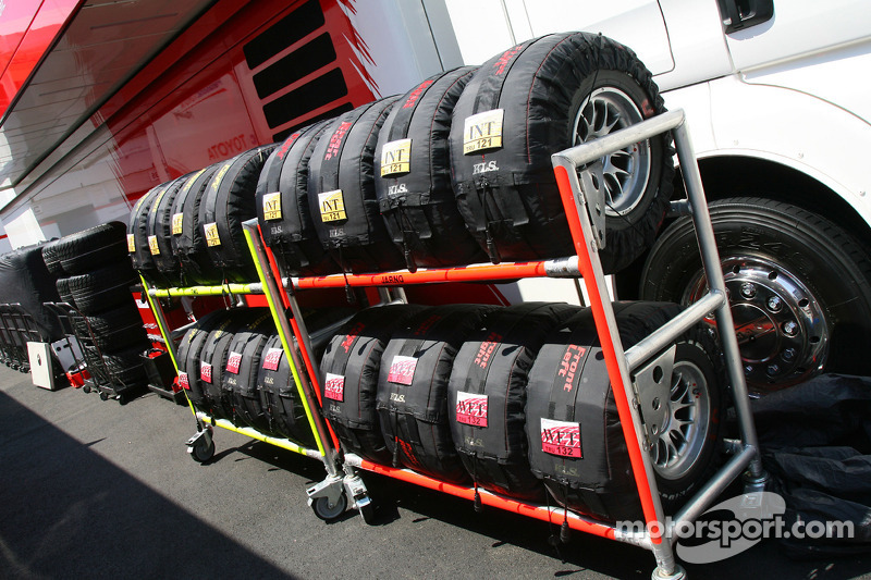 Bridgestone Tyres in tyre warmers