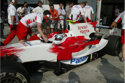 Jarno Trulli, Toyota Racing, TF108, White Tyre walls