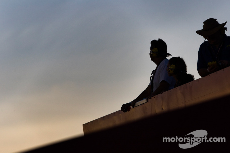 Fans watch the Pepsi 500