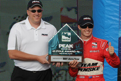 Ryan Briscoe accepts his pole award