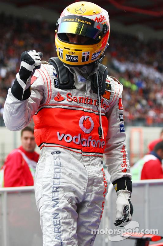 Le vainqueur de la course Lewis Hamilton