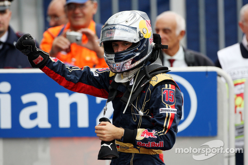 Ganador de la carrera Sebastian Vettel celebra