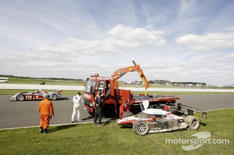 #7 Team Peugeot Total Peugeot 908 HDi FAP after the crash of Nicolas Minassian on the Hangar Straight