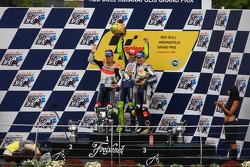 Podio: ganador de la carrera Valentino Rossi, Nicky Hayden el segundo lugar, y tercer lugar Jorge Lorenzo