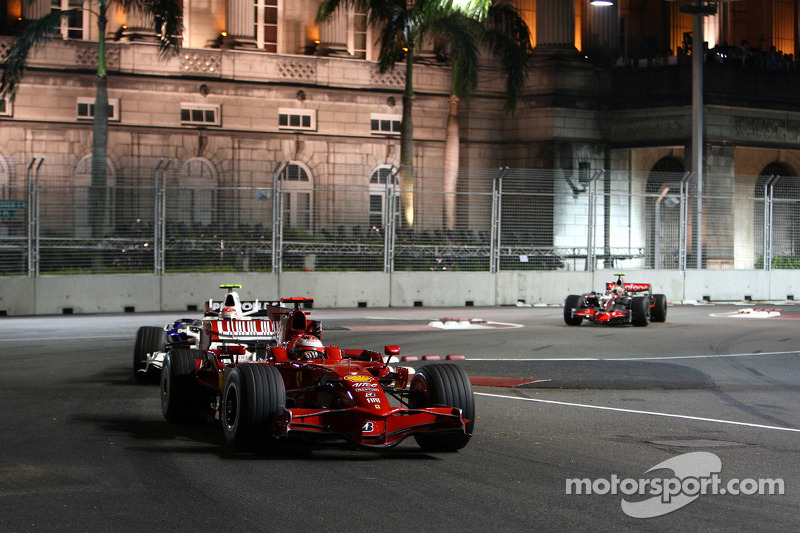 Kimi Räikkönen, Scuderia Ferrari, F2008; Robert Kubica, BMW Sauber F1 Team, F1.08