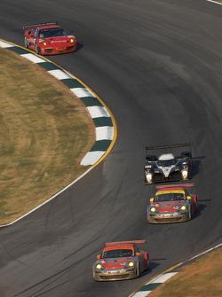 #46 Flying Lizard Motorsports Porsche 911 GT3 RSR: Johannes van Overbeek, Patrick Pilet, #45 Flying