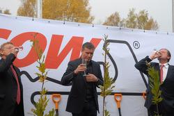Hermann Tilke, David Coulthard and Hans Geist
