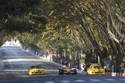 Lucas Di Grassi does a demo run Renault F1 R27 streets, Lisbon