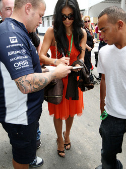 Nicole Scherzinger, cantante de Pussycat Dolls, novia de Lewis Hamilton, McLaren Mercedes, Nicholas