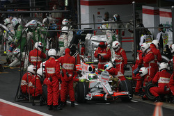 Arrêt au stand pour Giancarlo Fisichella, Force India F1 Team