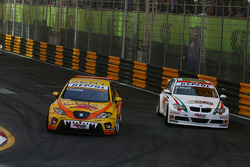 Tom Coronel, Sun Red SEAT Team, SEAT Leon FSI and Alex Zanardi, BMW Team Italy-Spain, BMW 320si