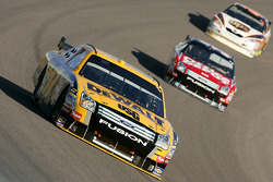Matt Kenseth leads Carl Edwards