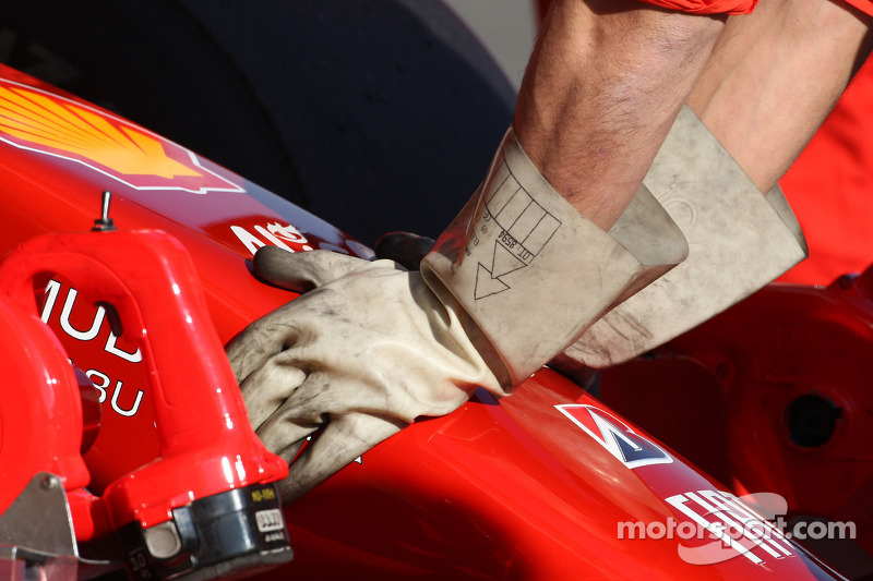 Ferrari mechanics wear rubber gloves, due to KERS on the car of Luca Badoer, Test Driver, Scuderia Ferrari
