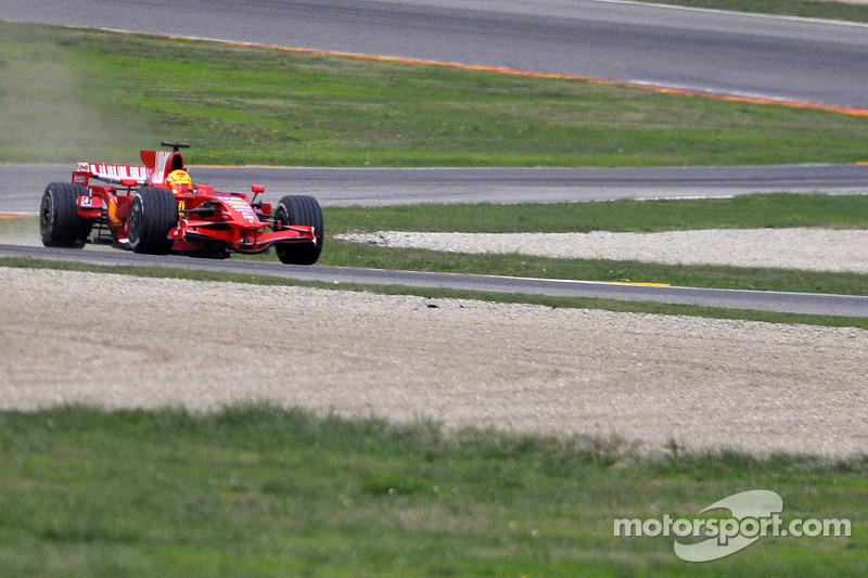 فالنتينو روسي يختبر سيارة فيراري إف2008