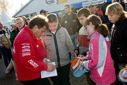 MAN Rally Team presentation: Hans Stacey signs an autograph