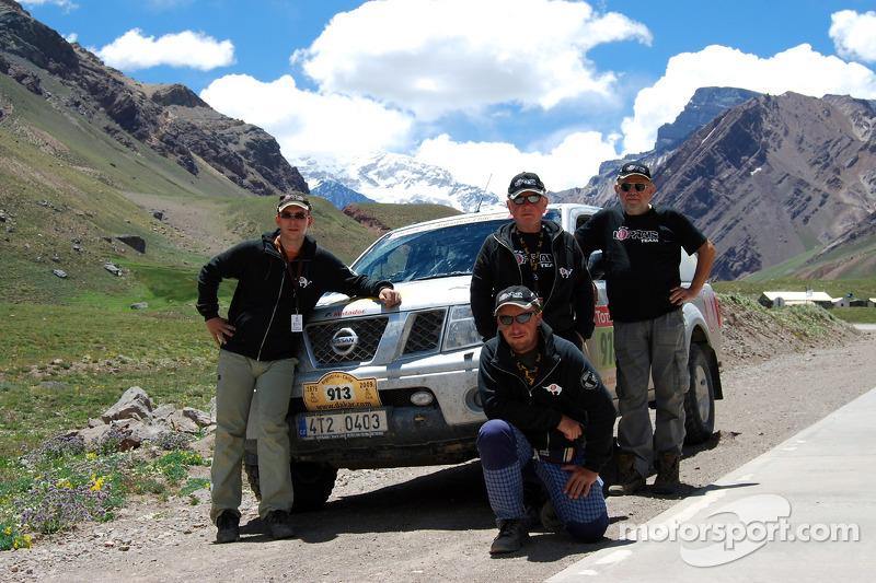 Karel Loprais et l'équipe de service de la Loprais Tatra