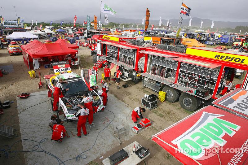 Mitsubishi Racing service area