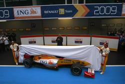 Fernando Alonso, Flavio Briatore y Nelson A. Piquet presentan el Renault R29