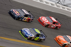 Jimmie Johnson, Hendrick Motorsports Chevrolet, Brian Vickers, Red Bull Racing Team Toyota