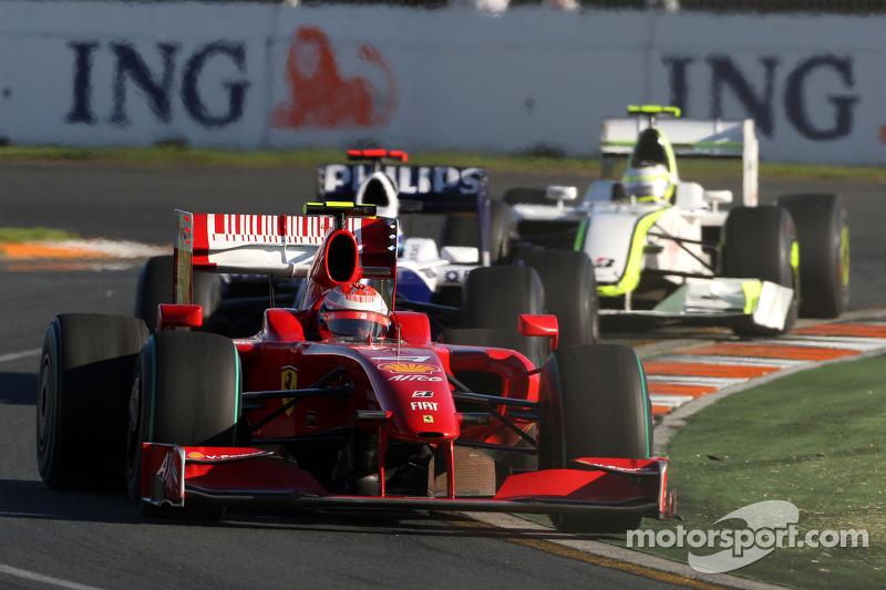 Kimi Raikkonen, Scuderia Ferrari, F60; Nico Rosberg, Williams F1 Team, FW31