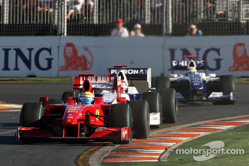Lewis Hamilton, McLaren Mercedes, MP4-24; Robert Kubica, BMW Sauber F1 Team, F1.09