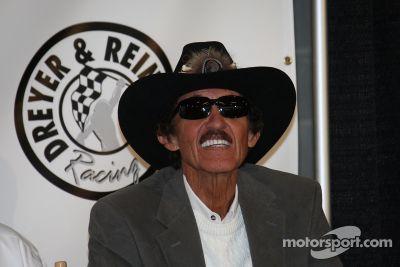 Anuncio del equipo Petty en las 500 de Indy