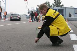 Technicien des pneus Dunlop