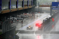 Fernando Alonso, Renault F1 Team pits early in the race under the safety car