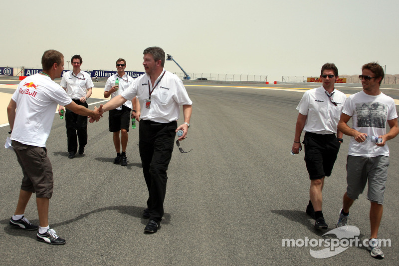 Sebastian Vettel, Red Bull Racing after his arrival on the track walk with his team gets overtaken b