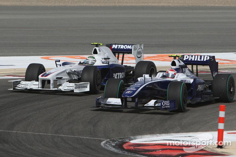 Kazuki Nakajima, Williams F1 Team overtakes Nick Heidfeld, BMW Sauber F1 Team