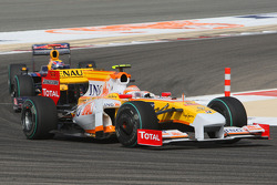 Nelson A. Piquet, Renault F1 Team and Mark Webber, Red Bull Racing