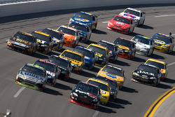 Denny Hamlin, Joe Gibbs Racing Toyota and Jimmie Johnson, Hendrick Motorsports Chevrolet lead a group of cars