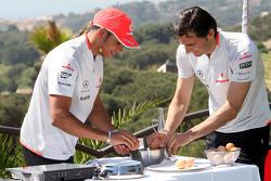 Lewis Hamilton, McLaren Mercedes, Pedro de la Rosa, Test Driver, McLaren Mercedes cook a spanish omelette