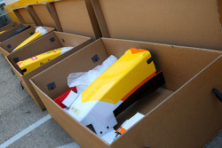 Renault nose in the DHL Cargo box