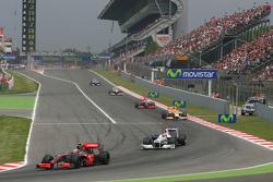 Restart: Heikki Kovalainen, McLaren Mercedes and Robert Kubica, BMW Sauber F1 Team