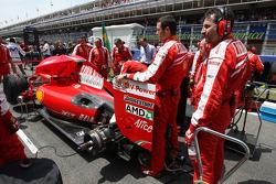 Ferrari cover up the rear wing of Felipe Massa, Scuderia Ferrari