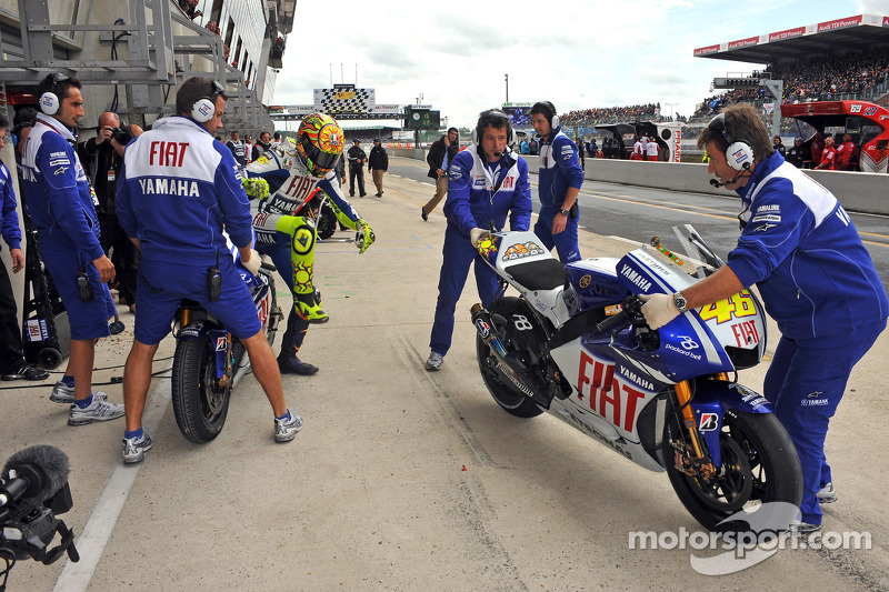 Valentino Rossi, Fiat Yamaha Team cambio de motos