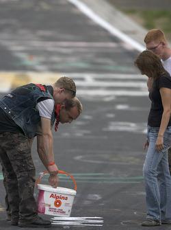 Fans paint the track at Brünnchen
