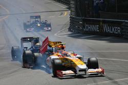 Sebastien Buemi, Scuderia Toro Rosso and Nelson A. Piquet, Renault F1 Team crashes