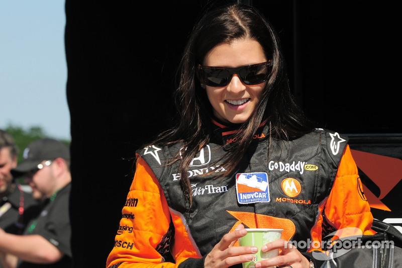 Один раз в первой тройке в Индианаполисе финишировала женщина: в 2009 году американская гонщица Даника Патрик заняла в Indy 500 третье место. Первой девушкой на Indy 500 же стала Дженет Гатри, вышедшая на старт в 1977 году
