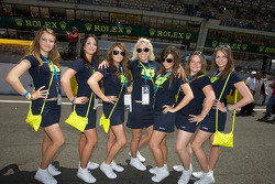 Girls on the starting grid